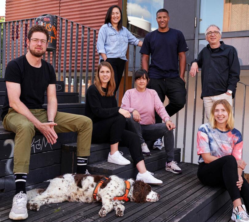 &Revenue Team mit Office-Hund